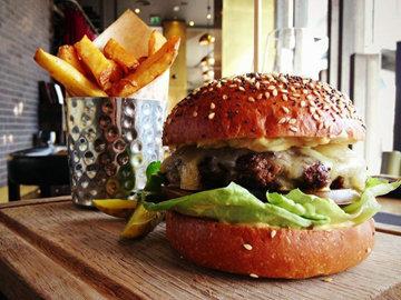 Этот гамбургер является фирменным рецептом ресторана BARBECOA