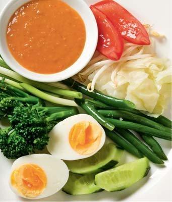 В салате использованы многие виды сезонных овощей