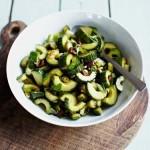 Салат из огурцов с оливками