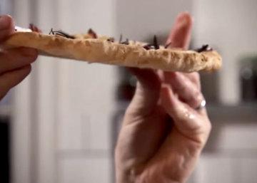 Пицца получится хрустящей, с тонким тестом…