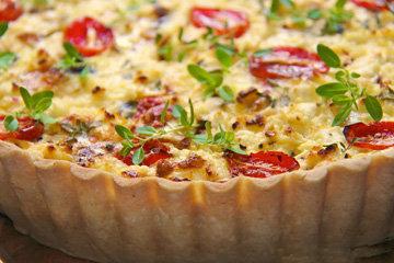 Тарт с вялеными помидорами и козьим сыром