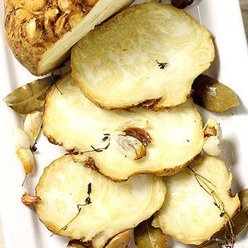 Корень сельдерея с грибным соусом