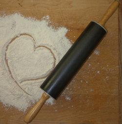 Просеять вместе муку, какао, соду и щепотку морской соли