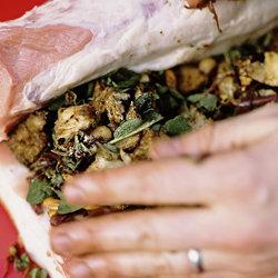 Свиная корейка, запеченная с травами