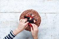 Простой шоколадный торт с кремом11