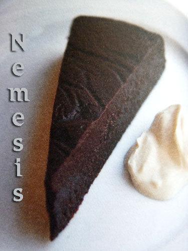 prostoj-shokoladnyj-tort-nemesis