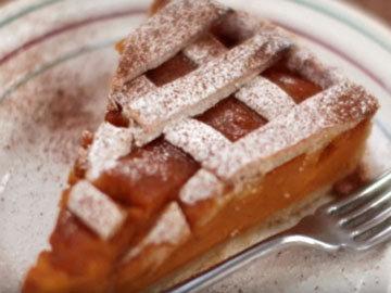 Посыпать готовый пирог сахарной пудрой