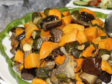 Консервированную тыкву можно добавлять в салаты