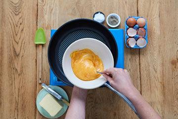 Как сделать идеальную яичницу - шаг 3