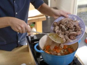 Мясо добавить к овощами