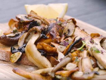 грибы на тосте