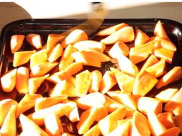поставить в духовку морковь