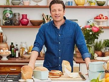 Джейми готовит хлеб с дрожжами