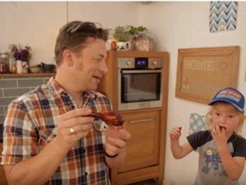 Джейми и Бадди готовят легендарный соус для барбекю
