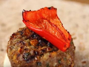 гамбургер с кусочком перца
