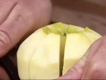 испечь пай с яблоками 1