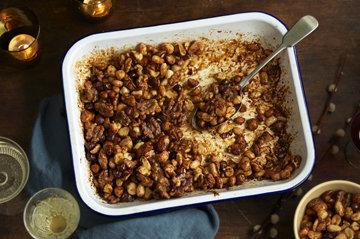 Праздничные медовые жареные орехи