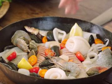 блюдо из рыбы и морепродуктов