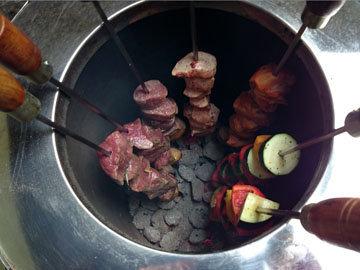 приготовить также мясо и овощи