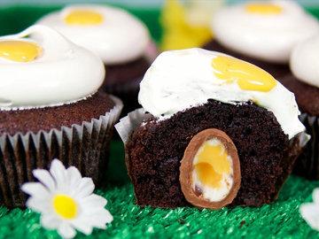 Капкейки с шоколадными яйцами