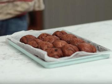 Мастер класс Джейми Оливера Рецепт сдобных булочек Hot Cross. Шаг 12