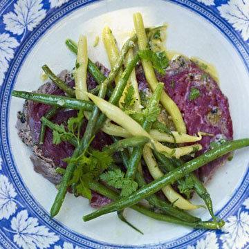 Салат с фасолью и карпаччо