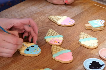 Украсить другие печеньица на свой вкус