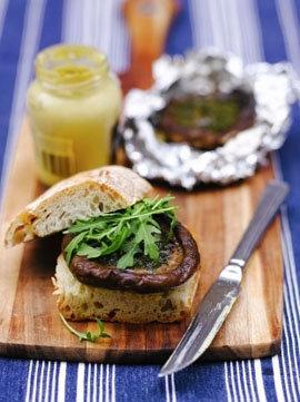 Гамбургеры с чесноком и грибами
