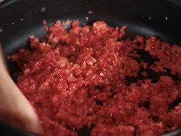 Джейми готовит острый соус 3