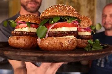 рецепт бургера из грибов с сыром халуми