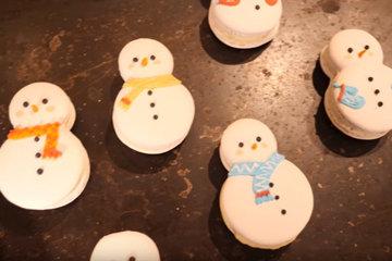 Macarons-снеговик