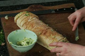 Домашний хлеб с чесноком 3