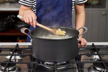 Шаг 4 Проверьте свою пасту, чтобы узнать, как она приготовлена