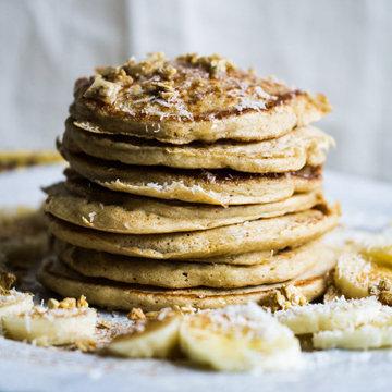 Лучшие цельнозерновые блины с бананами и кокосом и мюсли