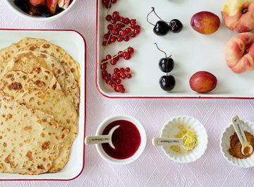 Простой рецепт блинов по-фински с лимоном и красной смородиной 2