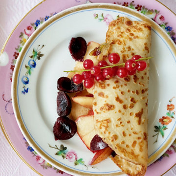 Простой рецепт блинов по-фински с лимоном и красной смородиной 4