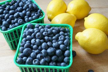 Простой рецепт блинов с лимоном и черникой 1