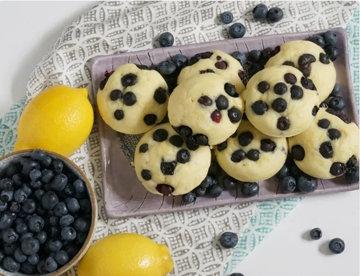 Простой рецепт блинов с лимоном и черникой