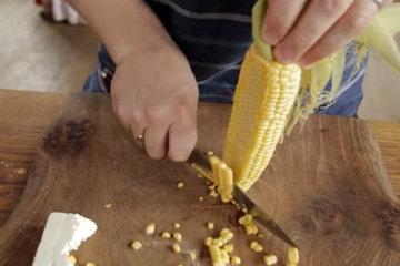 1. Срезать зерна с початка