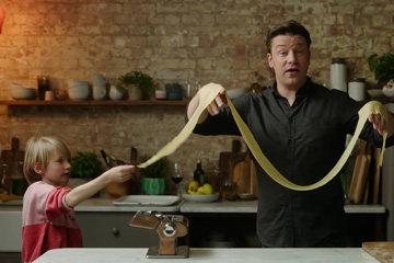 Джейми и Бадди готовят вместе пасту