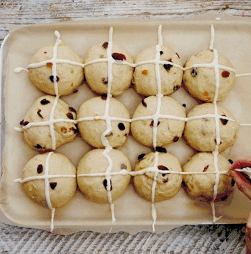 Как испечь крестовые булочки на Пасху 2