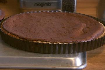 шоколадный тарт с орехами