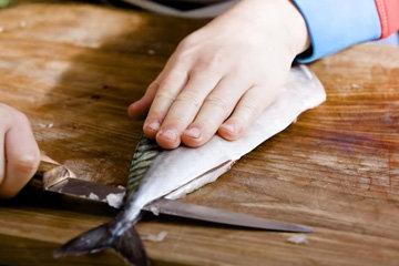 11. Повторить процесс с другой половиной рыбы
