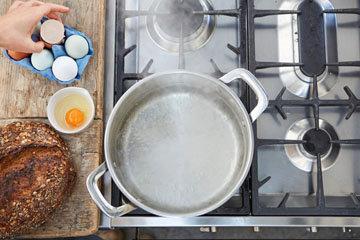 Как приготовить идеальное яйцо-пашот 3