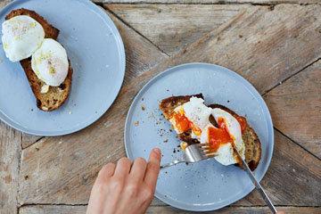 Как приготовить идеальное яйцо-пашот 6