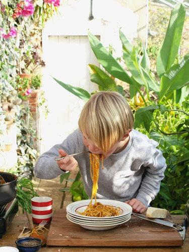 Бадди готовит рецепт пасты Болоньезе