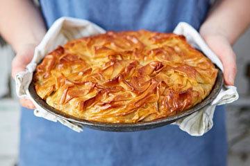Пирог фило с лососем