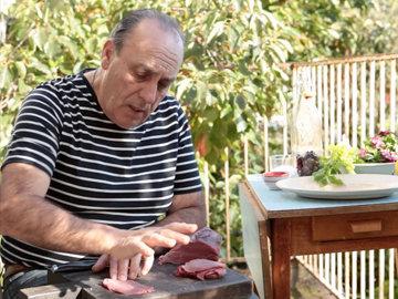 Женнаро Контальдо покажет, как приготовить идеальное карпаччо из говядины