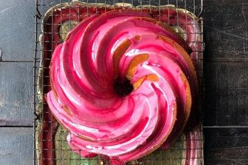 Розовый гранатовый кекс