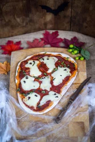 пицца «Маргарита» на Хэллоуин